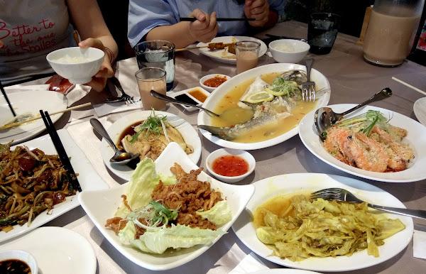 餐廳位在捷運信義安和站旁邊 不用飛出國就能吃到異國美食  有多人套餐很適合聚餐唷 😋😋
