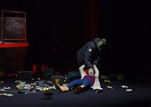 """Photo: EISWIND von Arpad Schilling - ein """"Anti-Orban-Projekt im Wiener Akademietheater. Premiere am 25.5.2016. Inszenierung: Arpad Schilling. Alexandra Henkel, Lilla Sarosdi. Copyright;: Barbara Zeininger"""