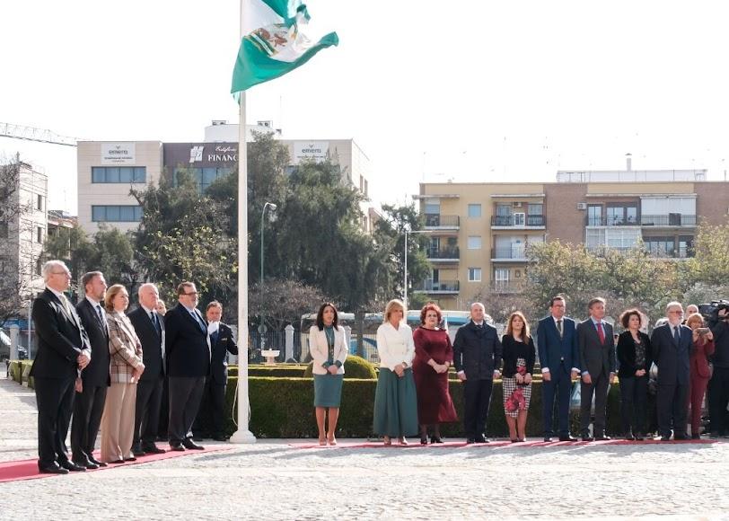 Izado de la bandera de Andalucía.