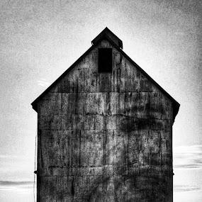 by Sean Michael - Black & White Buildings & Architecture