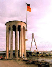 Photo: Pegelturm und Raiffeisenbrücke Quelle: www.neuwied.de