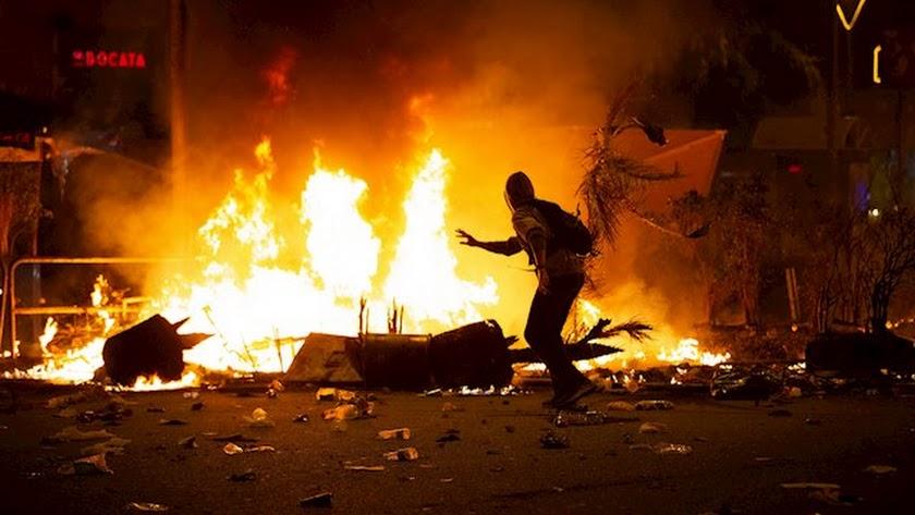 Los graves disturbios se han repetido durante varias noches.