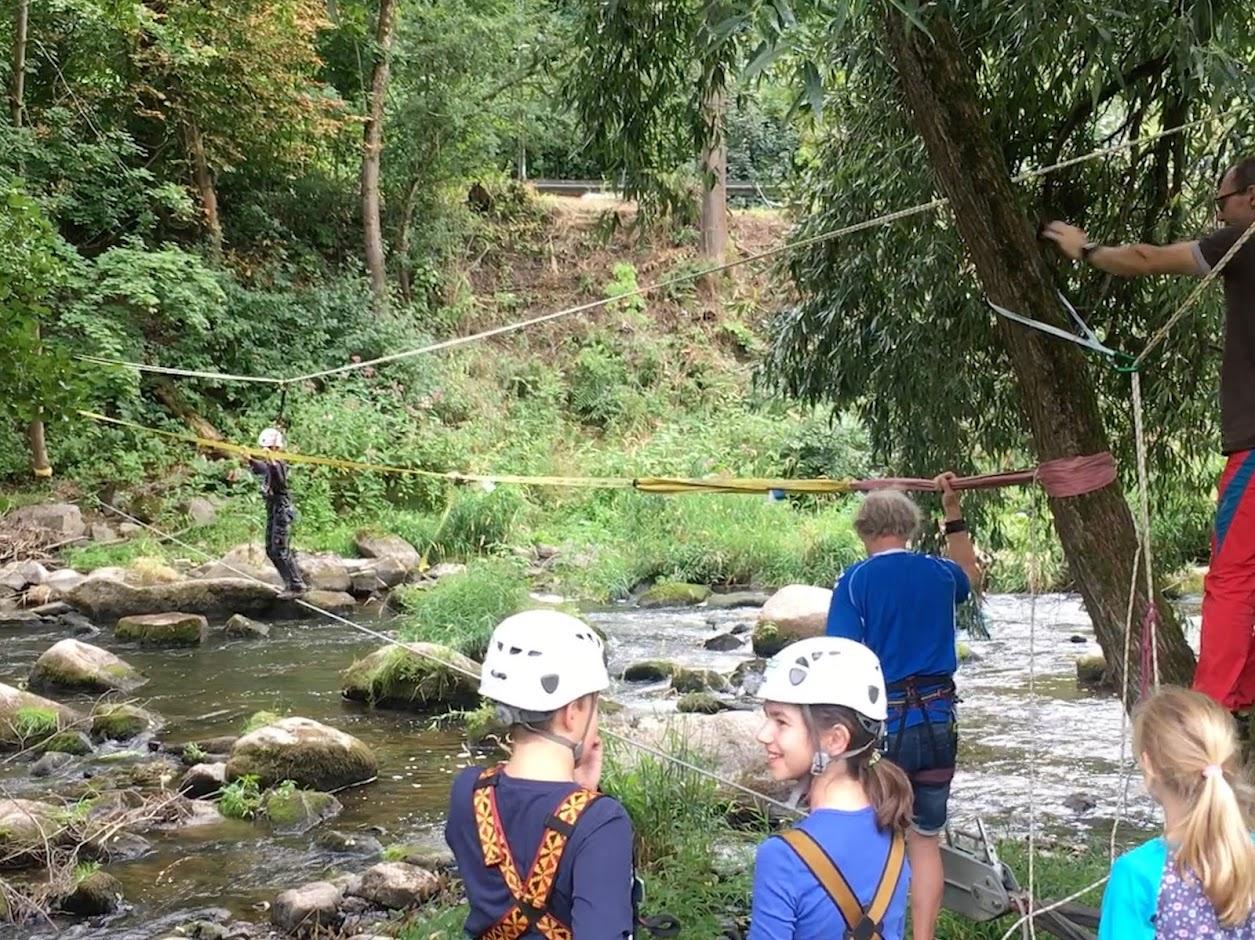 Ferienprogramm Windischeschenbach 06.08.2019 am Burgfelsen Neuhaus; Doppelter Seilsteg, https://www.durreck.de/wp/burgfelsen-neuhaus