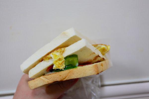 大ㄎㄡ胖碳烤三明治。高雄鹽埕區。50多年的老店,