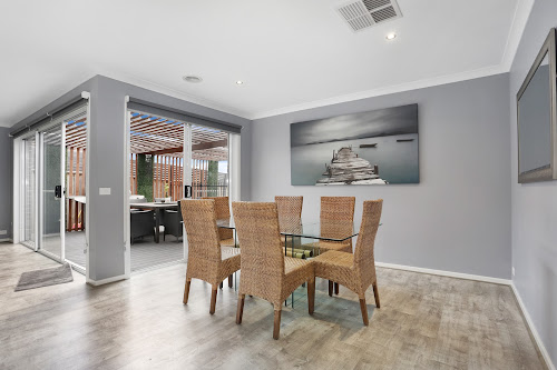 Photo of property at 8 Ranfurlie Boulevard, Cranbourne West 3977