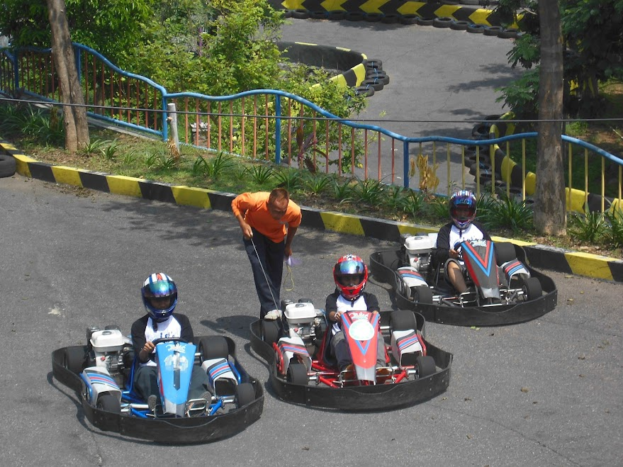 Balap gokart di waterpark