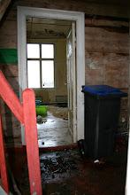 Photo: Lekkasjer overalt i gamle skulehuset
