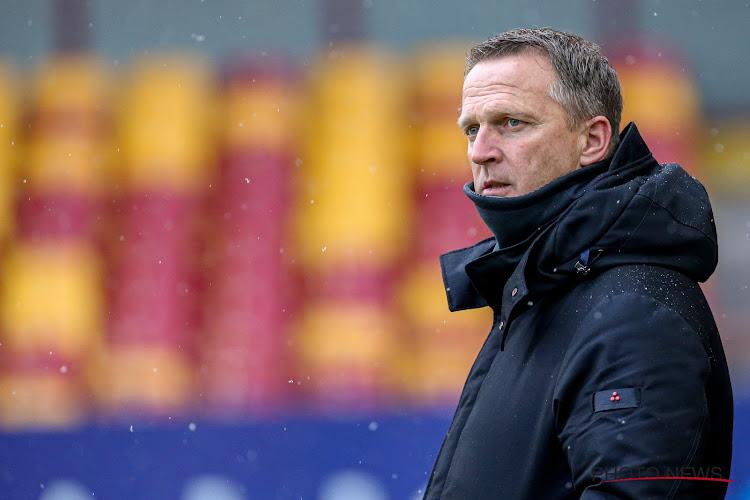 """Staat Van den Brom komend weekend nog aan de zijlijn bij Genk? """"Ik zou de match tegen Charleroi afwachten"""""""