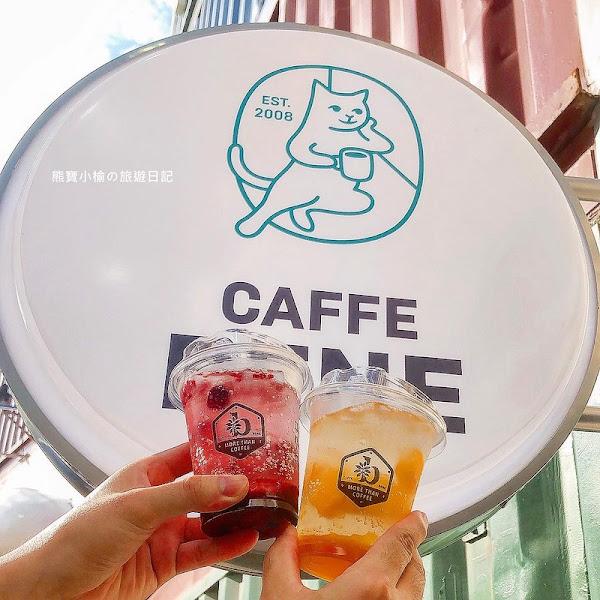 台中港三井outlet 的咖啡店,來自韓國的咖啡伴Caffe Bene連鎖咖啡,看摩天輪海景最棒的飲品!除了咖啡還有水果口味氣泡飲。