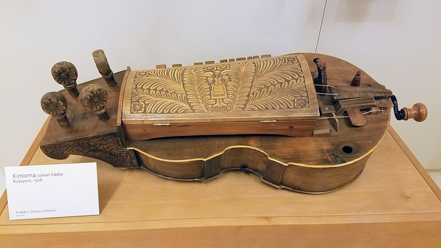 Music Instrument Museum (MIM) Geographic galleries, Kintorna, wheel fiddle from Budapest