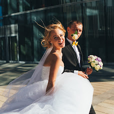 Wedding photographer Dmitriy Romanenko (Kickjump). Photo of 23.10.2015