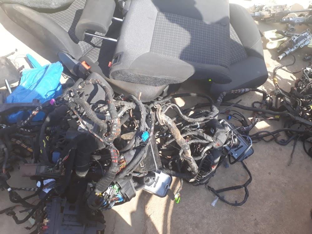 Die polisie maak meer as 500 inhegtenisnemings, herstel dele van gesteelde en gekaapte motors - TimesLIVE