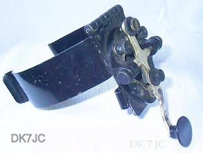 """Photo: Kniebügeltaste  J-45 mit J-37 und Stempel BWB 674  USA  WW2   """"W"""" #046"""