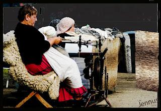 Photo: Handwerk: Schafwolle spinnen, färben, weben und stricken in Mecklenburg