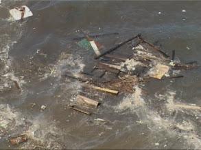 Photo: Tsunami 2004. Trümmer einer Hütte. / Debris of a hut. Video image: S. Hartmeyer.