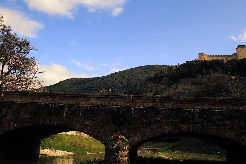 Il Grande Ponte Verso il Borgo di LZaga