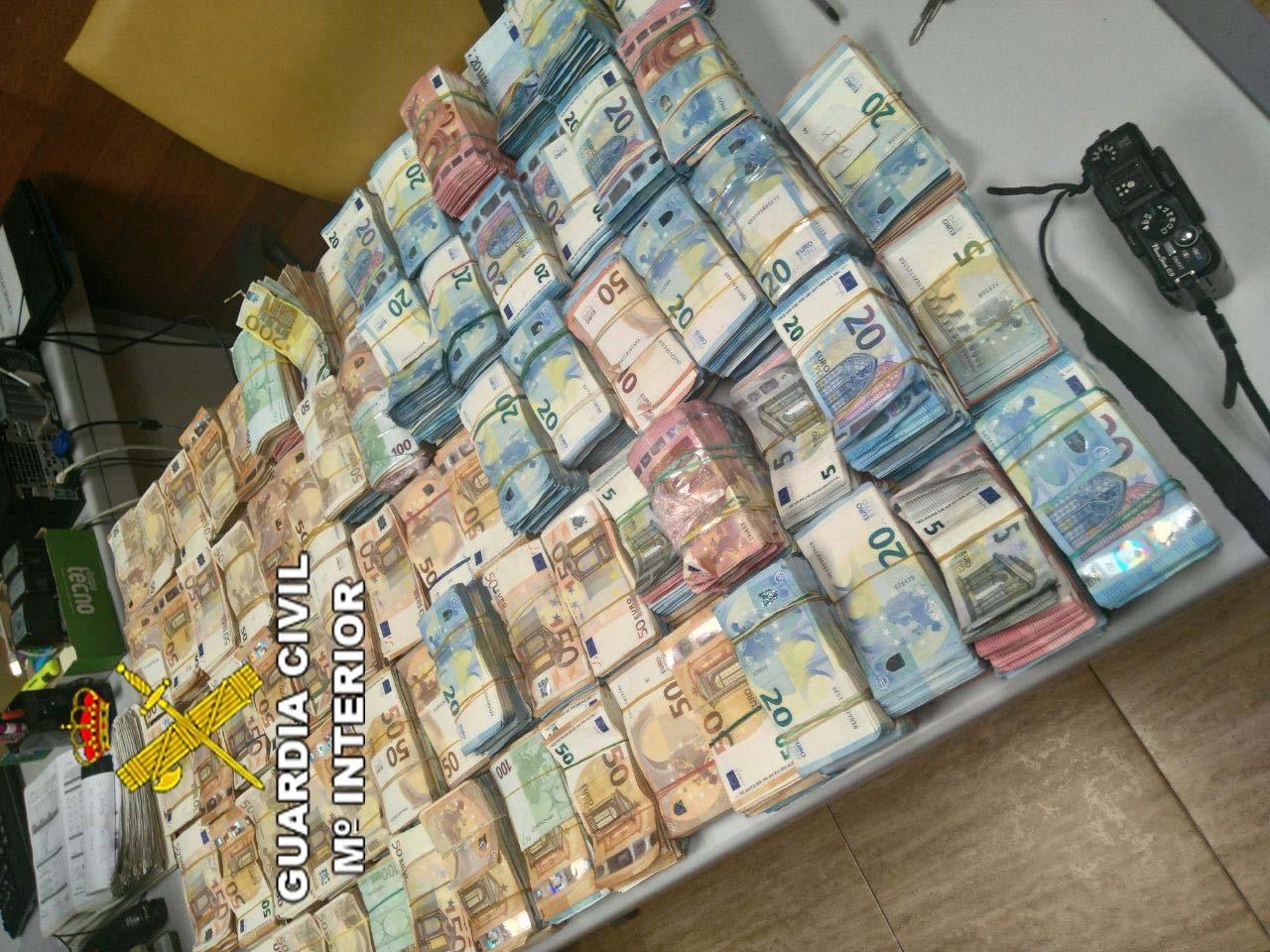 La pobreza de una familia descubierta con un millón de euros en metálico - La Voz de Almería