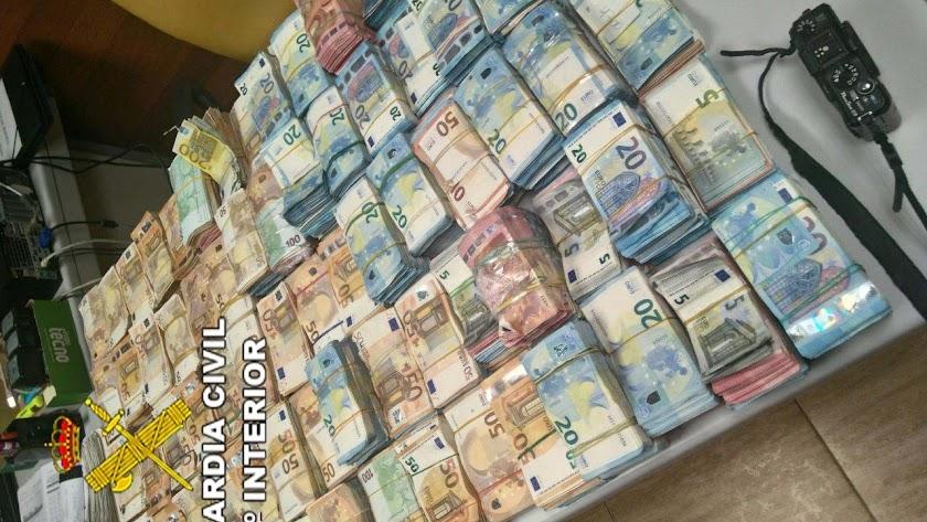Detalle de los billetes recuperados por la Guardia Civil