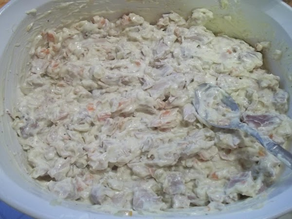 In 3 quart casserole, mix soup, sour cream, chicken cubes, mushrooms, worcestershire sauce, salt...