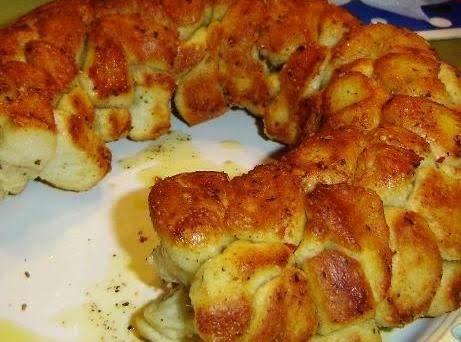 Yummy Cheesy Garlic & Chilis Pull-a-part Bread