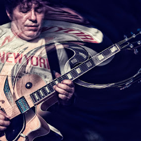 Eonardo Ceralli by Enrico Mosca - People Musicians & Entertainers ( music rocknroll stage gig guitar )