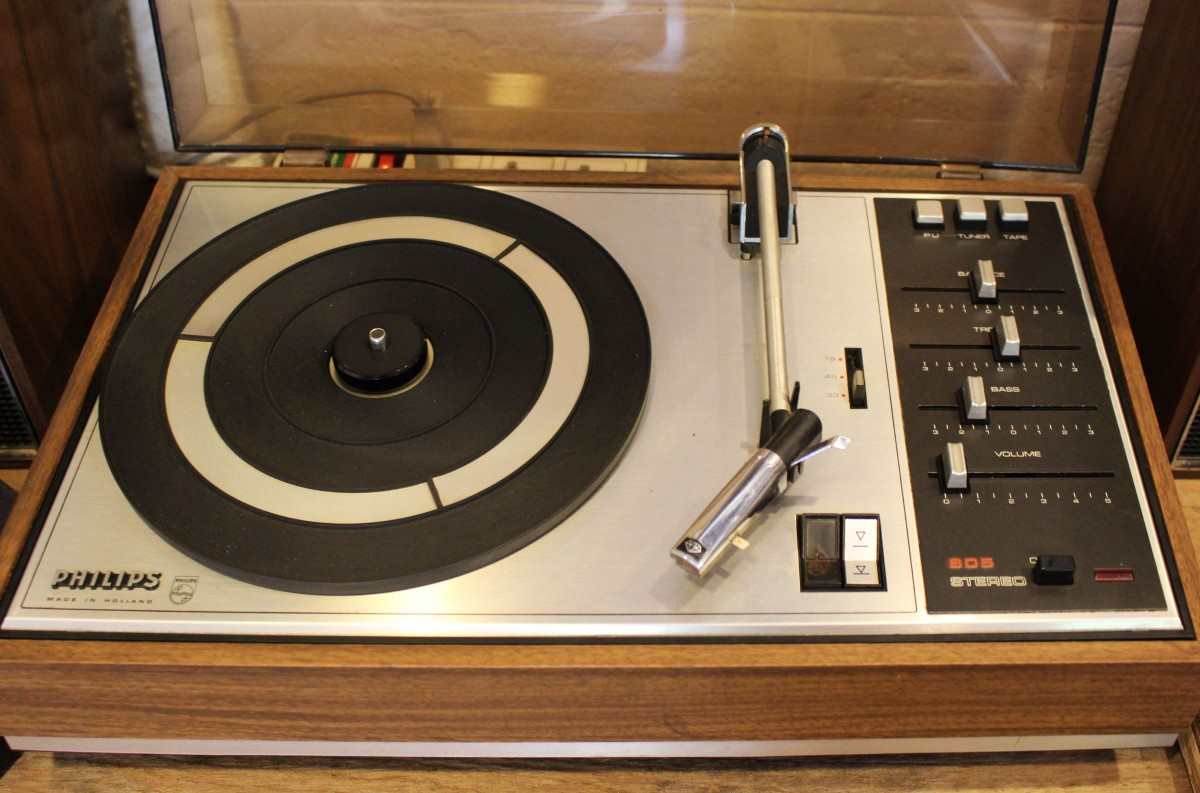 record music technology vintage retro old equipment player record player electronic device stereo electronics design audio musical media sound system style classic icon entertainment audio equipment electronic instrument compact disc stereophonic sound sound center