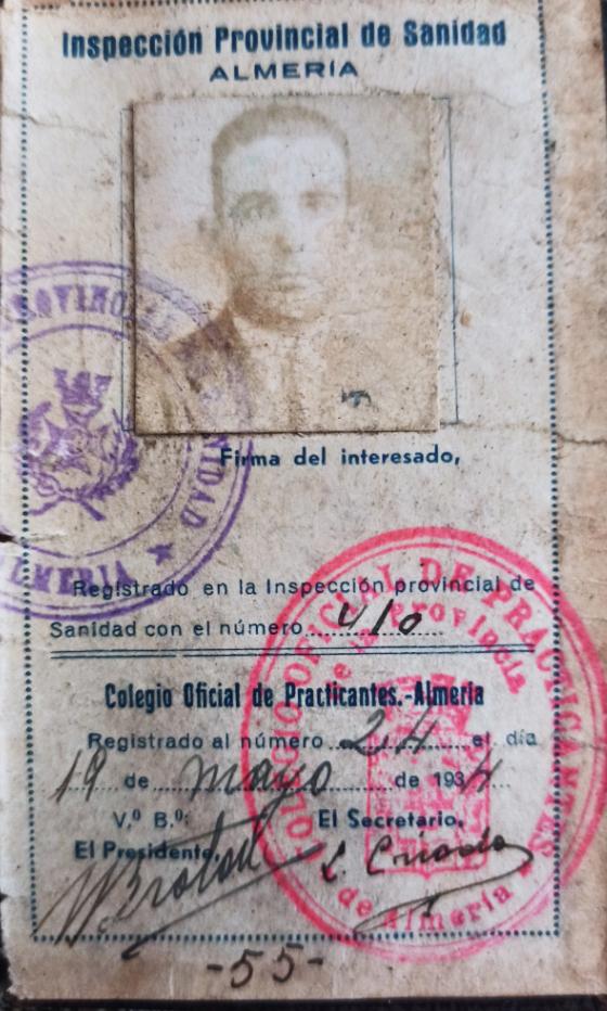 Identificación que acreditaba al sanitario como practicante de Almería.