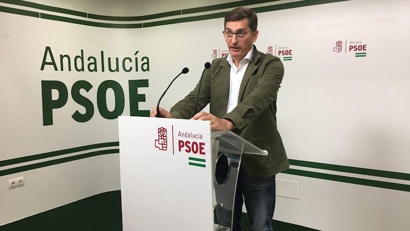 Sánchez Teruel en la sede del PSOE Almería.