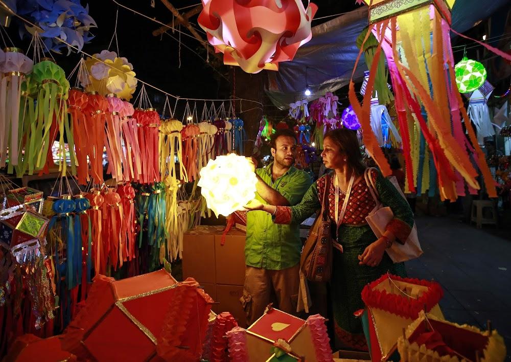 diwali-melas-in-delhi-blind-school-diwali-mela_image