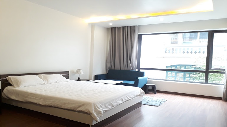 Bright studio apartment in Tran Quoc Hoan street, Cau Giay district for rent