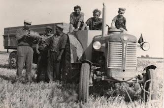Photo: balról: Habenicht János, Várady Pál, Németh Ernő, Décsi Vince, Ádám Ferenc, a kicsi fiút nem tudjuk, talán ifjú Kovács Ferenc