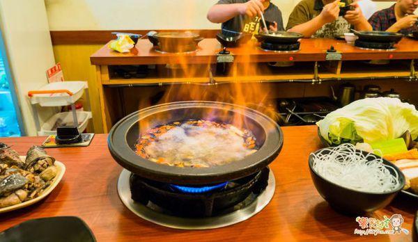 萬客什鍋 石頭火鍋專賣 會噴火的燒酒雞 一吃就上癮 台中20年老字號火鍋店