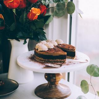 Raw Vegan Chocolate Cashew Caramel Cake + Oat Pecan Crust