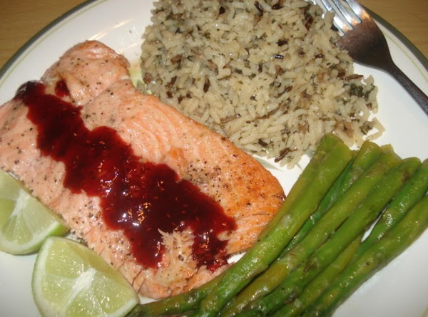 Salmon & Raspberry Glaze On Wild Rice, Salmon Con Glace De Frambuesa Y Arroz Silvestre Recipe