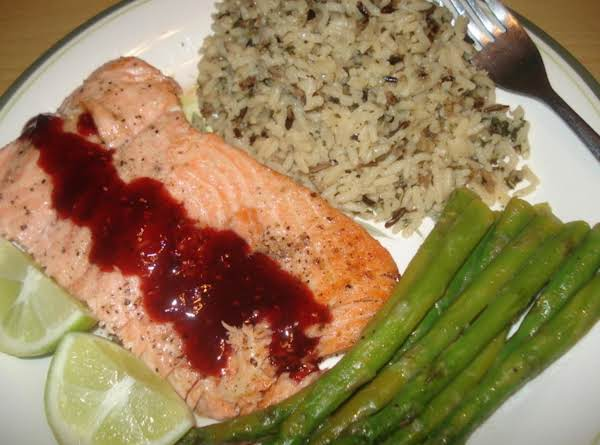 Salmon & Raspberry Glaze On Wild Rice, Salmon Con Glace De Frambuesa Y Arroz Silvestre Recipe