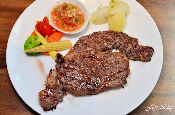 亨利客原味炭烤牛排 好吃又價格實在的美國牛(信義區牛排),肋眼很美味啊!
