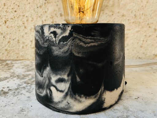 lampe en beton marbre anthracite et beige fabriquer en atelier français