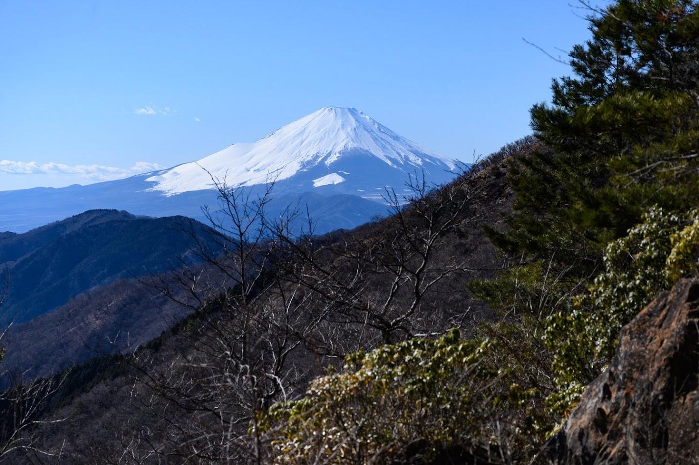 塔ノ岳 登山 ~澄み渡る冬の空の元、富士山と相模湾を見渡すゆるふわ登山へ~