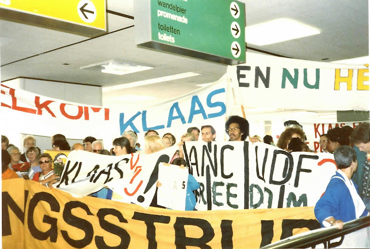 Klaas de Jonge's welcoming party at the Schiphol Airport in Amsterdam in 1987.