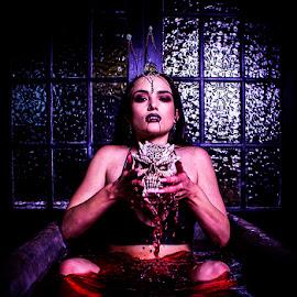 Vampire Queen by Mel Stratton - Public Holidays Halloween ( skull, vampire, queen, bath, blood,  )