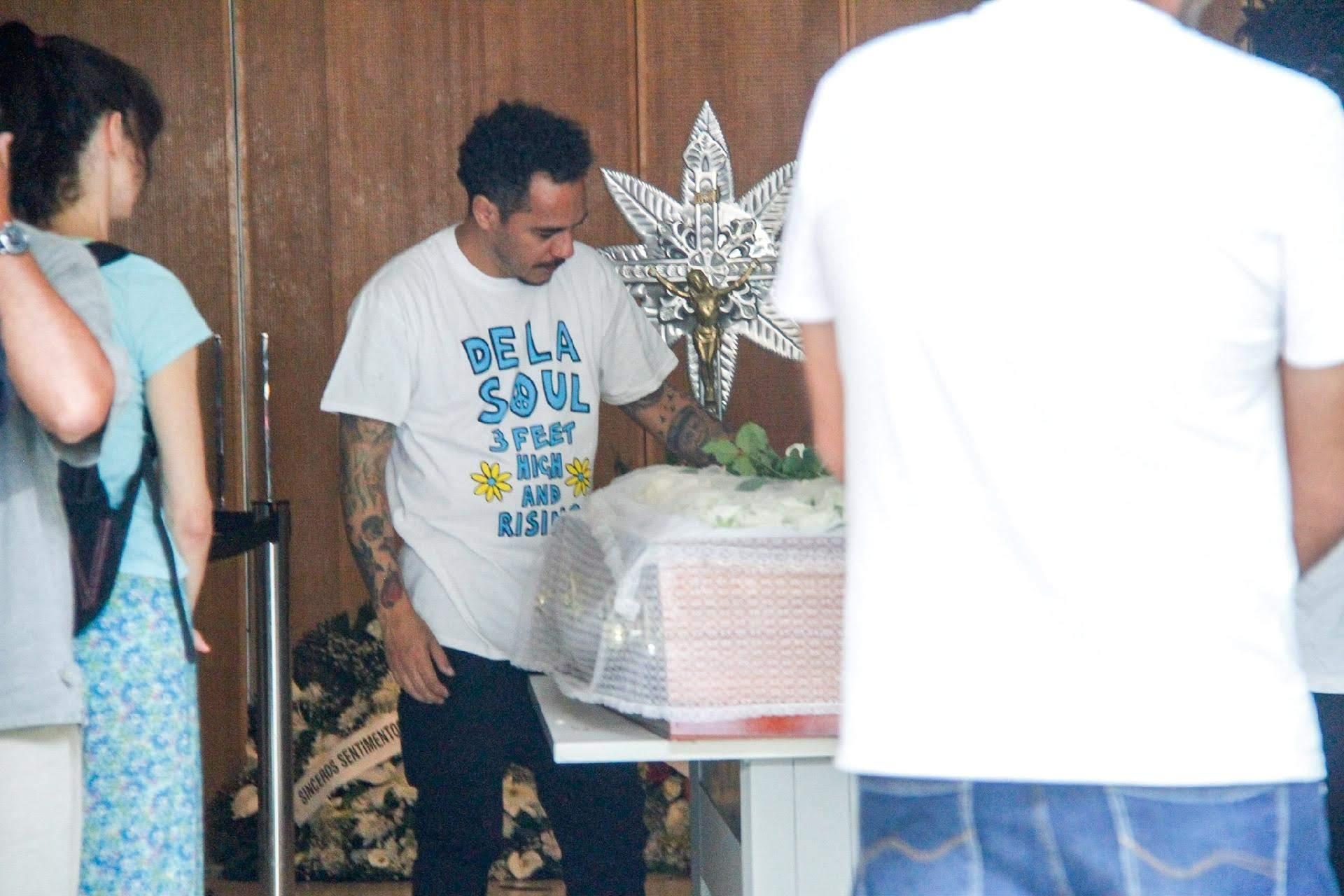 Marcelo D2 presta última homenagem ao amigo