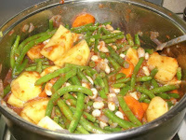 Greek  String Beans And Potatoes In  Tomato Sauce Recipe