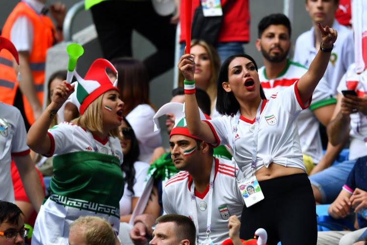 Tragisch: vrouw mag stadion niet in, steekt zichzelf in brand en sterft