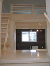 Photo: 左側タイプ2階。リビングは天井が高く、ロフトがあります。