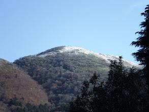 霊仙山の上部はまだ白く