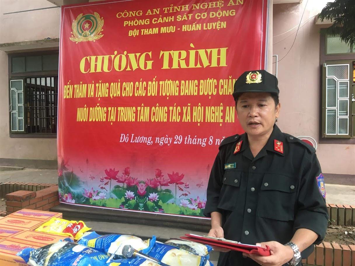 Thượng tá Hồ Nam Long – Trưởng phòng CSCĐ thay mặt đoàn gửi lời thăm hỏi, động viên, chia sẻ tới những hoàn cảnh đặc biệt khó khăn tại Trung tâm