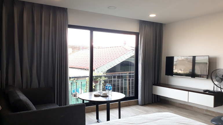 Modern studio apartment with balcony in Tran Duy Hung street, Cau Giay district for rent