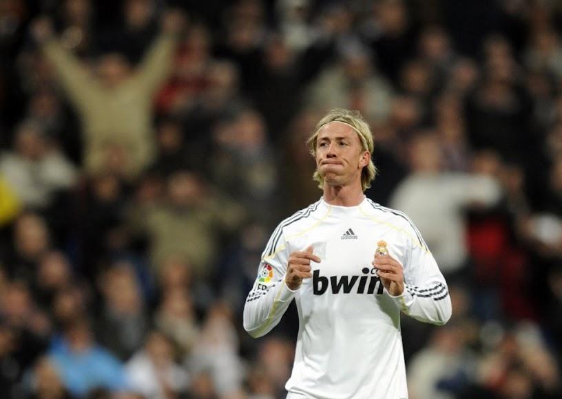 En uno de sus muchos partidos con el Real Madrid.