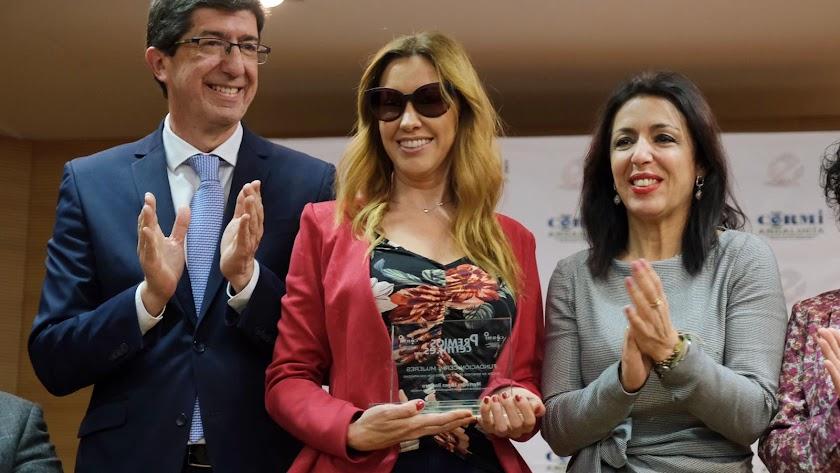 Mercedes López con Marta Bosquet y Juan Marín.