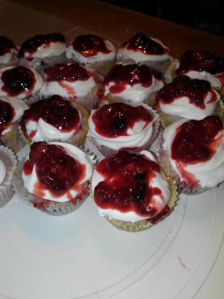 Easy 3 Berry Mini Cupcakes With Keylime Frosting Recipe
